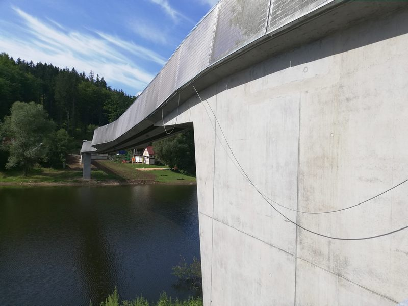 Zagorze-Slaskie-kladka-ujednolicanie-betonu-3
